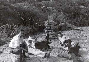 Парсонс (справа) на первой площадке испытания ракетных двигателей.
