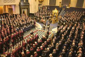 А вот так выглядит настоящее собрание масонов, кстати.